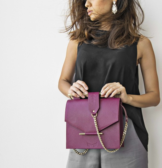 MAESTOSO MAGENTA SQUARE BAG