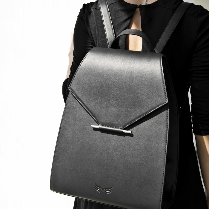 Maestoso Black Backpack